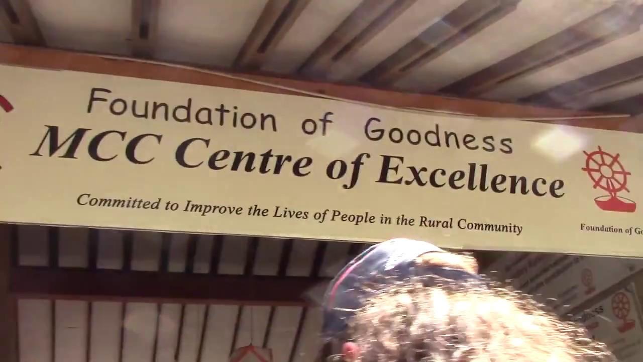 Huish students visit Sri Lanka to aid 'Foundation of Goodness' (2017)