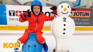 블라드와 니키타는 겨울 놀이 센터에서 엄마와 눈과 함께 즐거운 시간을 보냈습니다!