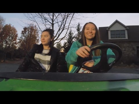 Kate Has Her Hands Full Teaching Parallel Parking | Kate Plus 8