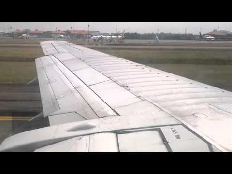 Batavia Air takeoff 080812 (B737-400)