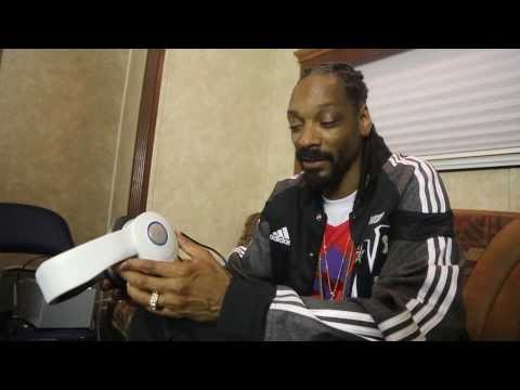 Snoop Tries the Avegant Glyph