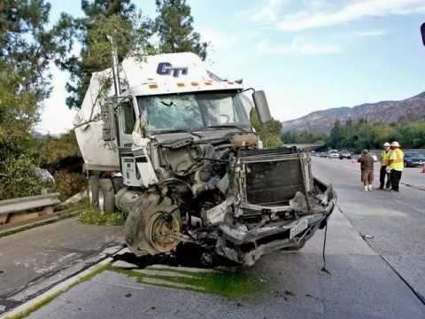 Accidentes De Trailers Accidentes Camioneros Youtube
