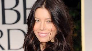 GOLDEN GLOBES 2012: Jessica Biel on the Red Carpet Without Her Engagement Ring: ENTV