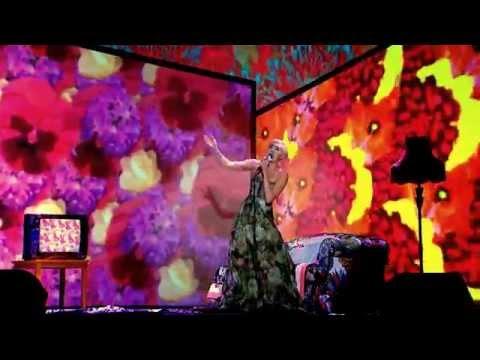 Miley Cyrus - Wrecking Ball (Live WMAs May 2014)