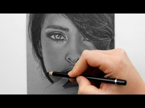 Drawing a portrait with Graphite pencils on grey toned paper