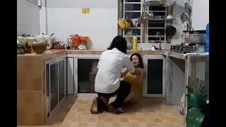 Alleinerziehende Mutter und Dieb im Haus -  Kurzfilm