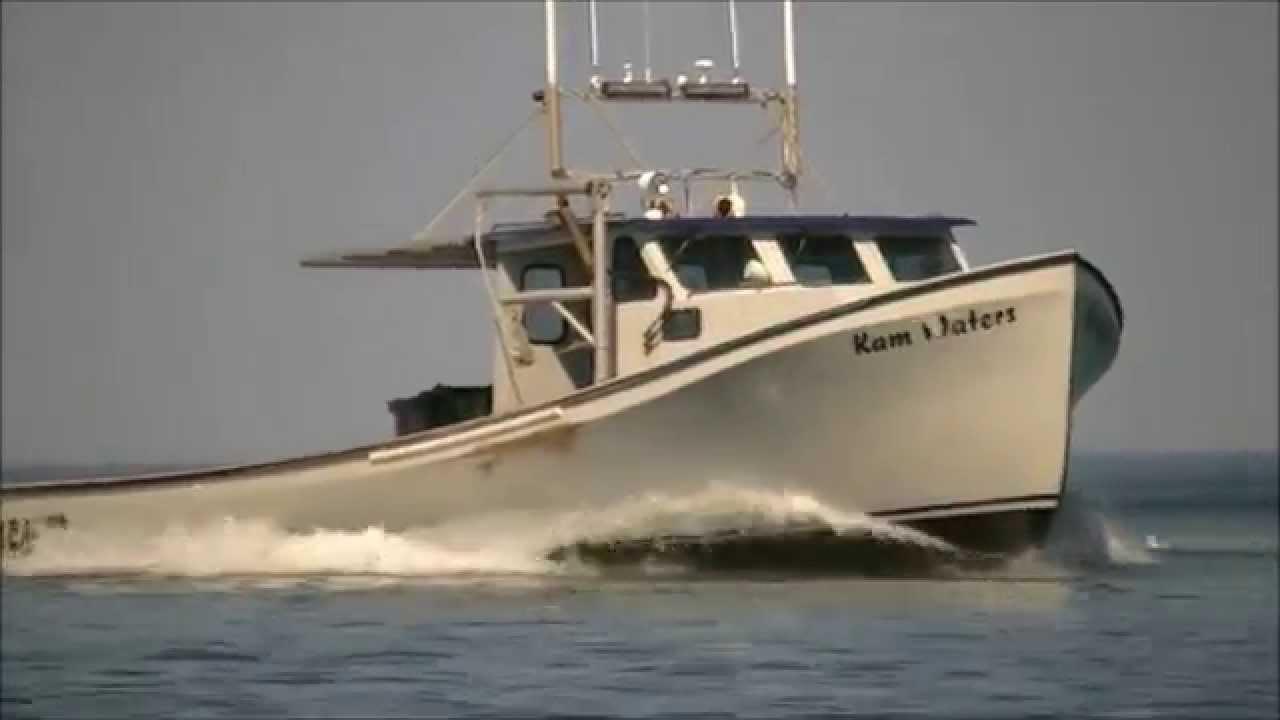 Lobster Fishing Boats Entering New London Bay, Prince Edward Island. - YouTube
