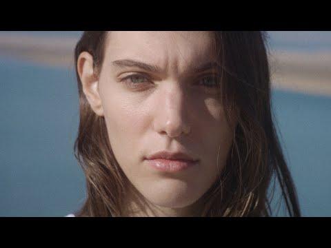 Смотреть клип Charlotte Cardin - Anyone Who Loves Me