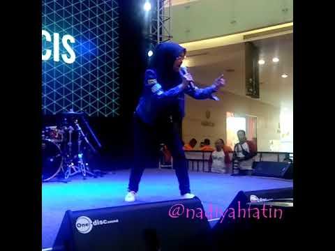 Ria Ricis - Konco Mesra LIve at Youtube Fan Festival 2017 at Surabaya