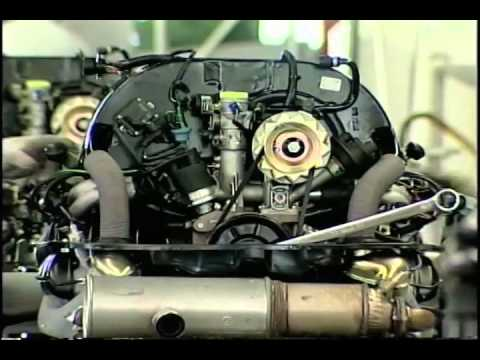 Building Last VW Bug in Mexico 2003 - YouTube
