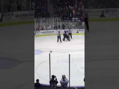Pensacola IceFlyers goalie Fight!! Zenzola wins!!