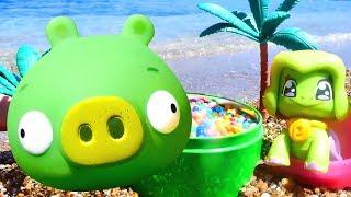 Spielen am Strand: #BadPiggy 🐽 #OmNom und #Spielzeugautos 🚗 Video für Kleinkinder