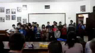 Crianças do Instituto Santíssima Trindade - Três Coroas - RS Cantando!