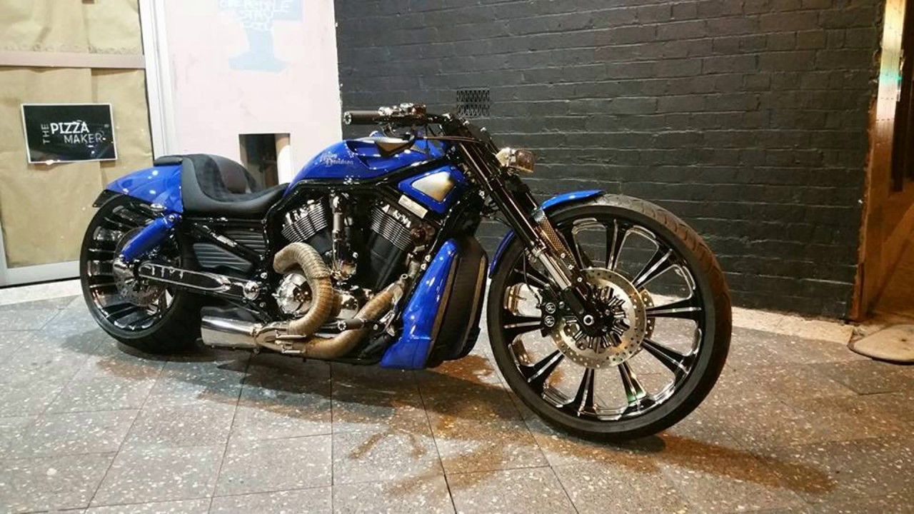 harley davidson v rod custom usa muscle bikes youtube. Black Bedroom Furniture Sets. Home Design Ideas