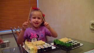 Заказали вкусные суши роллы, Лапшу, рис с мидиями и море продуктами