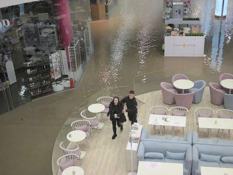 Ocean Plaza затопило кипятком, девушка продавец была заблокирована в отделе кипящей водой