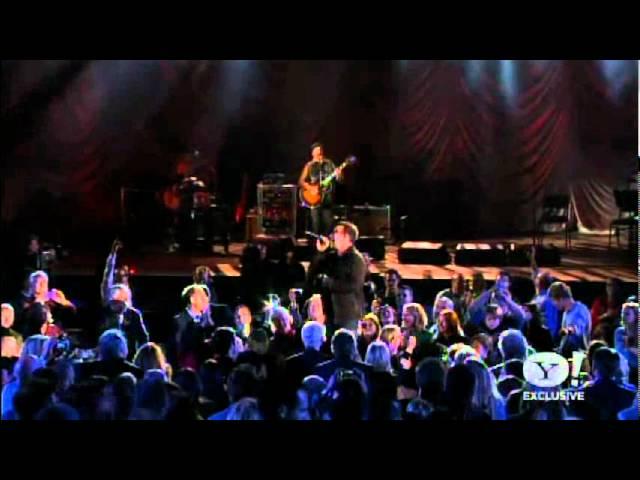 u2news-sunday-bloody-sunday-bono-edge-a-decade-of-difference-concert-ezequiel-espanol