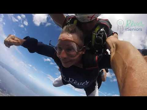 Maïté saute en parachute pour la première fois l Rêves de Seniors