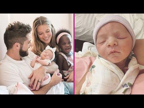 Thomas Rhett's Daughters : 2017 { Willa Gray Akins & Ada James Akins }
