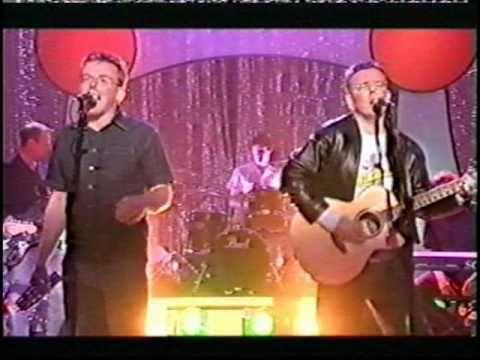 Proclaimers : I'm Gonna Be (500 Miles) on Graham Norton 2001