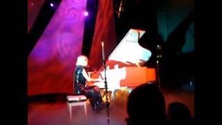 Lady GaGa Eh Eh Acoustic at l