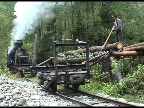 Zvážanie dreva z lesa parnou lokomotívou