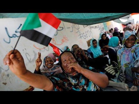 احتجاجات عارمة في السودان لمطالبة المجلس العسكري الانتقالي بتسليم السلطة للمدنيين…  - نشر قبل 16 دقيقة