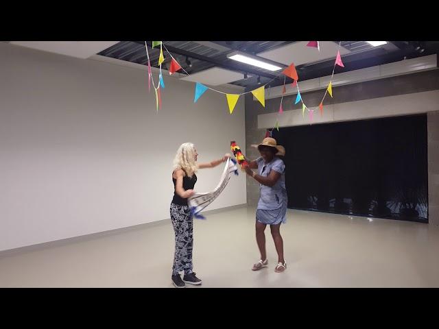 Aja en Majorie dansen de pannen van het dak in CC Jan Tervaert!