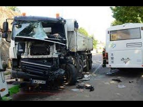 compilation d 39 accident de camion et bus n 13 truck and bus crash compilation accident youtube. Black Bedroom Furniture Sets. Home Design Ideas