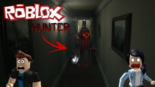 ROBLOX-HUNTED (MULTIPLAYER ONLINE)-BEING HUNTED IN THE DARK