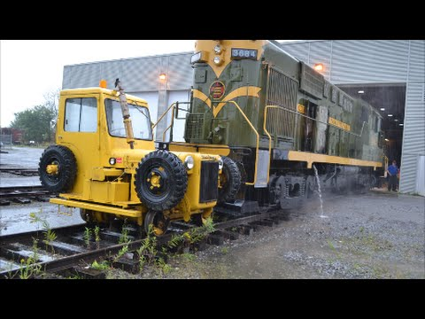 VINTAGE TRACKMOBILE PUSHING CLASSIC CN LOCOMOTIVE