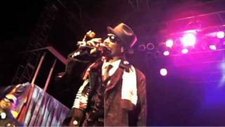 """Snoop Dogg & Tha Dogg Pound Perform """"Aint No Fun"""" With Mike Epps"""