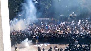 Gambar cover Ukraine War - Hand grenade explodes near Verkhovna Rada in Kiev Ukraine