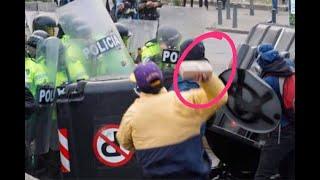 ¿Por qué no está en la cárcel el vándalo que lanzó este ladrillo a policías en Bogotá?