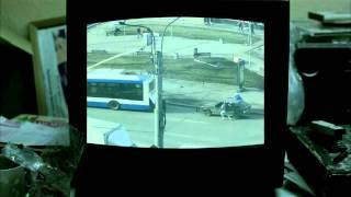 Эррол (Большой куш) о буксировке троллейбусом / Errol from Snatch about idiotic towing by bus [R]