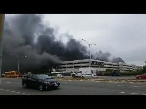 Video 4 Alarm Fire Burning At Kings Plaza Brooklyn Youtube