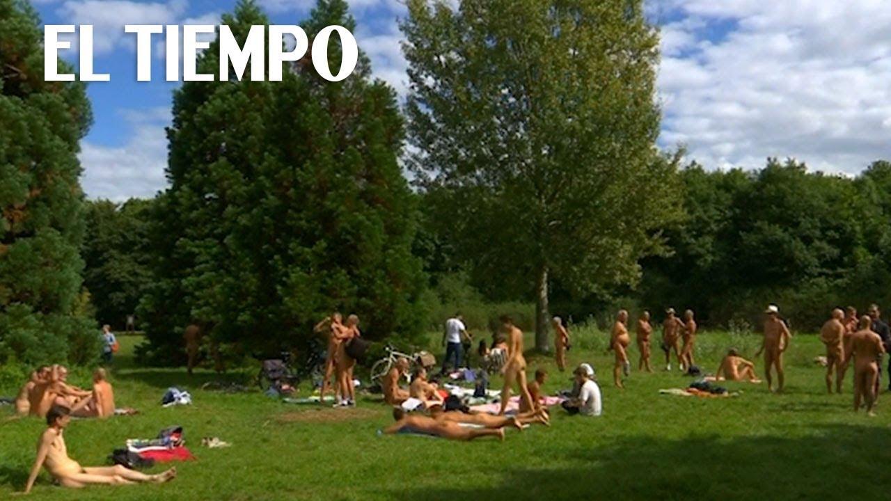 Desnuda en el parque - 4 3