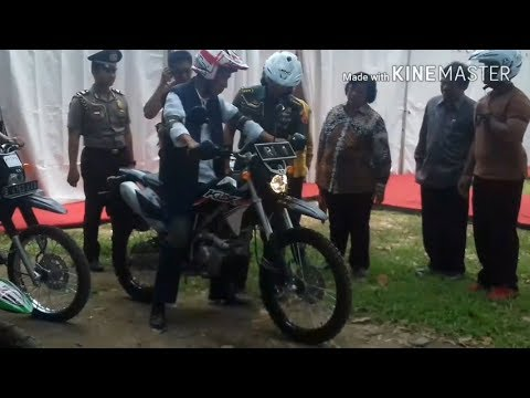 Tunggangi Motor Trail, Presiden Jokowi Tinjau Tambak Udang dan Ikan