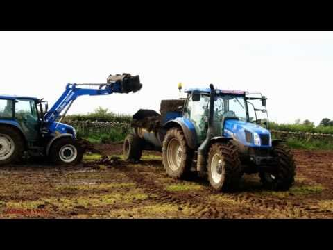 Muck-spreading the Solids - New Holland action.