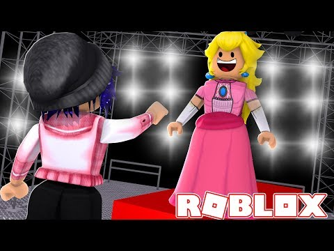 Exploring the VIP Section at Fashion Famous (Roblox Roleplay)