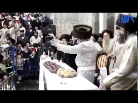 HASIDIC Jews Sing & Dance ~ (Get HAPPY NOW!)  Dancing at 4:08