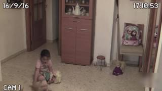 Полтергейст пугает девочку