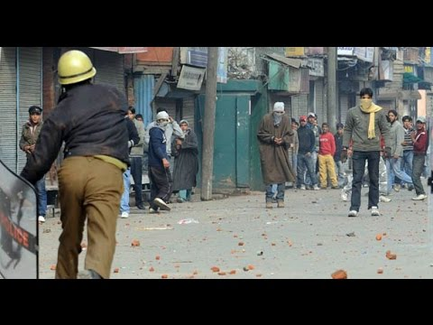 Indian Army Attacked By kashmiri people - Lattest News