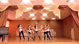 Очень зажигательный танец от старшеклассников