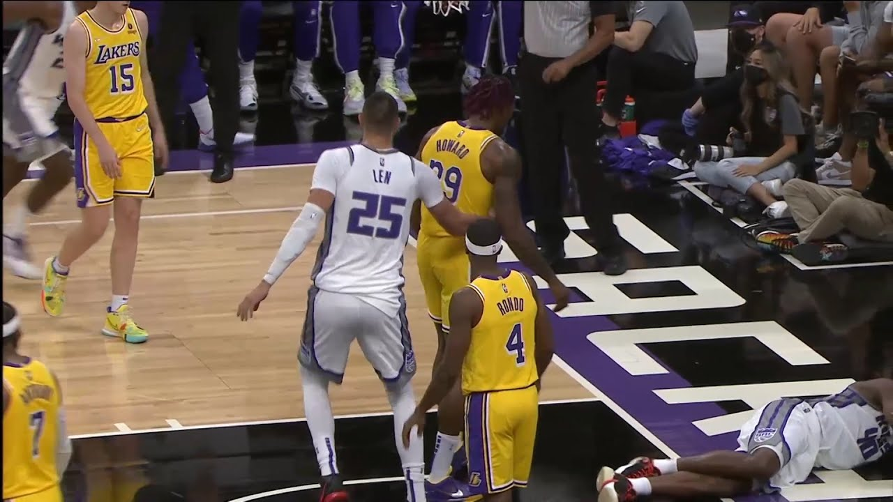 Dwight Howard just murdered Barnes and gets a flagrant foul
