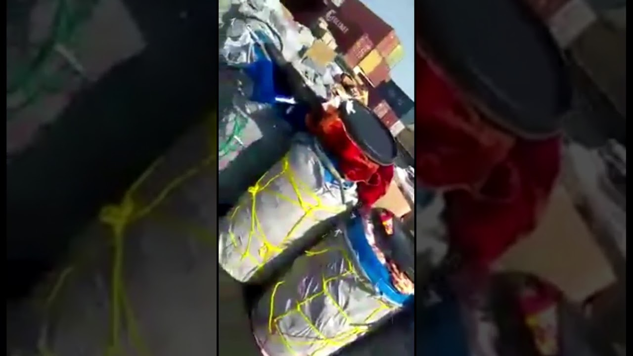Karachi port cargo staff are stealing goods  Karachi port cargo handling