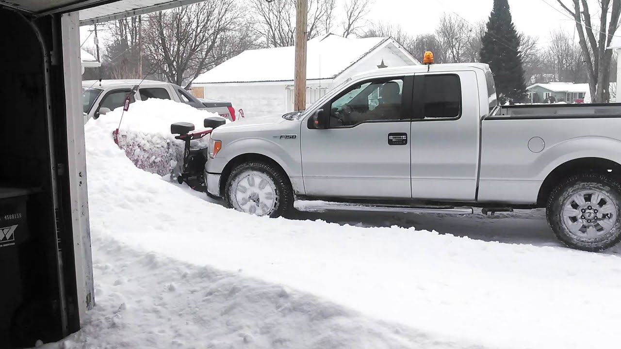 F150 Snow Plow >> FORD F150 PLOWING 2 FOOT OF SNOW - YouTube