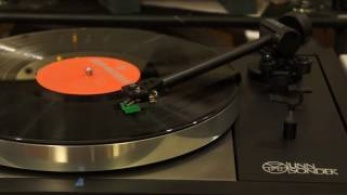 An excellent Linn Black Ittok with cheap mm playing beautiful Japanese music