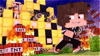 ВЗОРВАЛ ЗОЛОТУЮ КРЕПОСТЬ БАТИ НУБА В ЗОЛОТОЙ ДЕРЕВНЕ НУБА В МАЙНКРАФТЕ 100 ТРОЛЛИНГ Minecraft МУЛЬТ