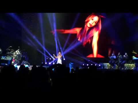 Mariah Carey - The Roof. Melbourne 11/2014 Flawless Vocals!
